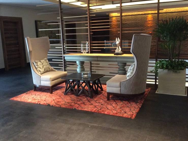 Sala de estar.: Vestíbulos, pasillos y escaleras de estilo  por Galeria Sofia
