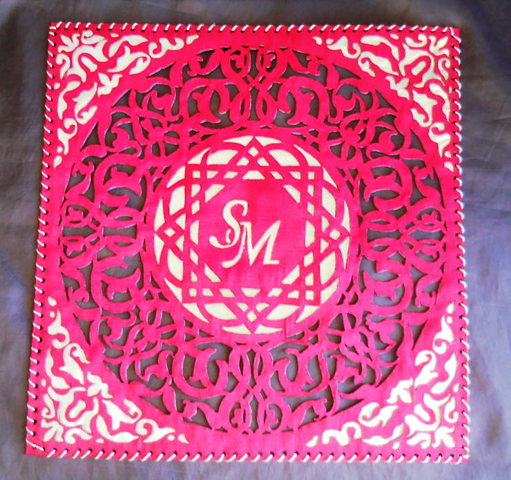 Placemats with owner's monogram: modern  by Alexandrova living DECOR, Modern Textile Amber/Gold