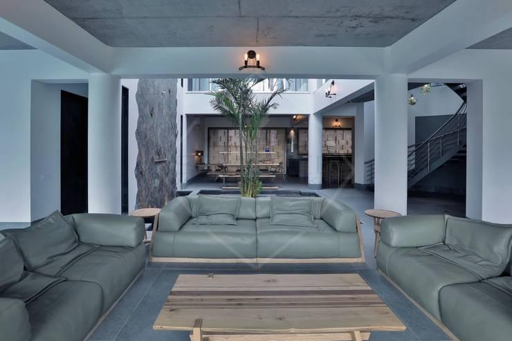 Interior:  Corridor & hallway by SPACCE INTERIORS