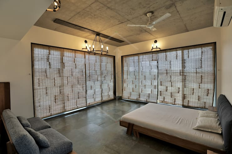 Farm House:  Hotels by SPACCE INTERIORS