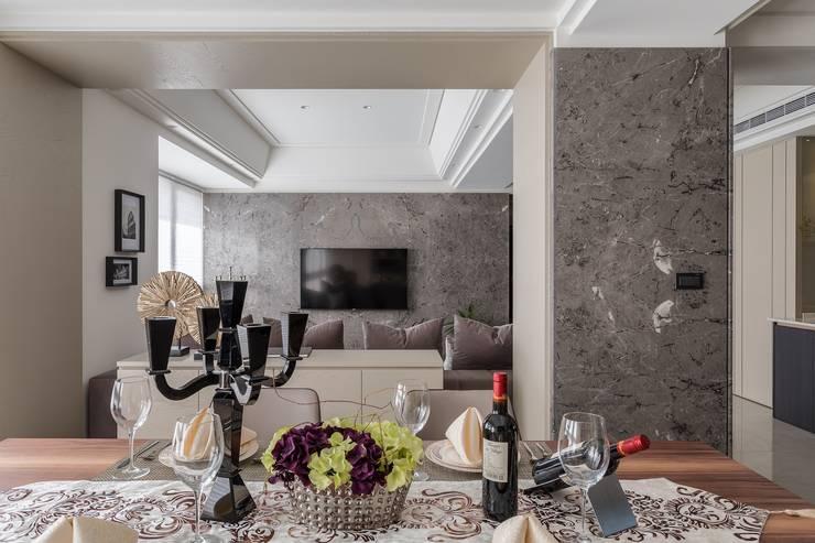 現代奢華卻不失溫度!滿足對家的想像:  客廳 by E&C創意設計有限公司