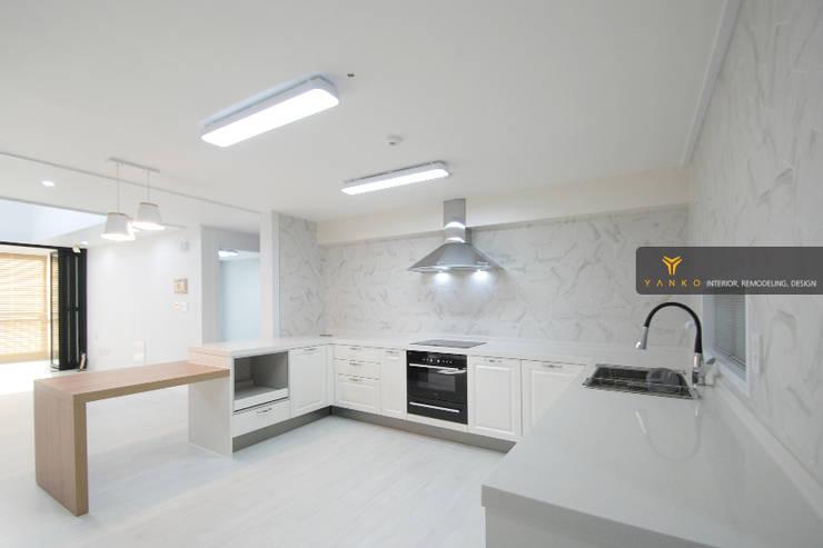 용인 동백 중동 성산마을 서해그랑블 46평 아파트: 얀코인테리어의  주택