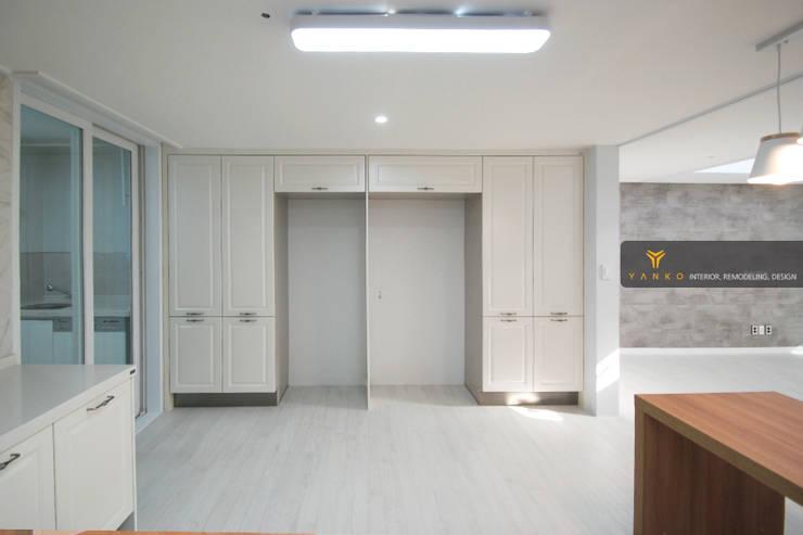 용인 동백 중동 성산마을 서해그랑블 46평 아파트: 얀코인테리어의  문