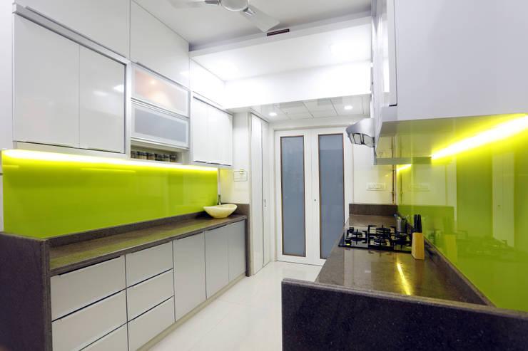 Interior: modern Kitchen by DaVi Studio
