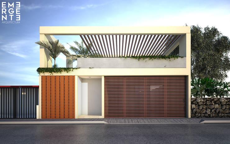 FACHADA PRINCIPAL: Casas de estilo  por EMERGENTE | Arquitectura