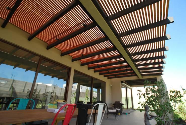 Techo luminoso: Terrazas  de estilo  por Selica