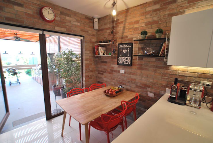 muro ladrillo: Cocinas de estilo  por Selica