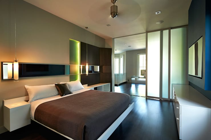 Corcoran House:  Bedroom by KUBE Architecture