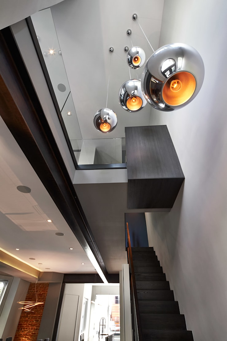 Corcoran House:  Corridor & hallway by KUBE Architecture
