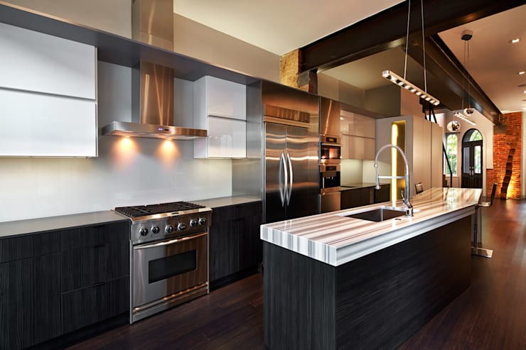 Corcoran House:  Kitchen by KUBE Architecture