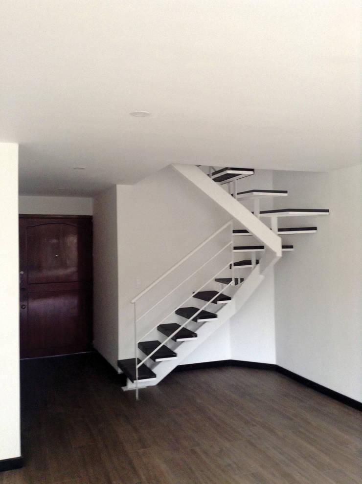 Apartamento Parkway: Escaleras de estilo  por AMR estudio, Minimalista