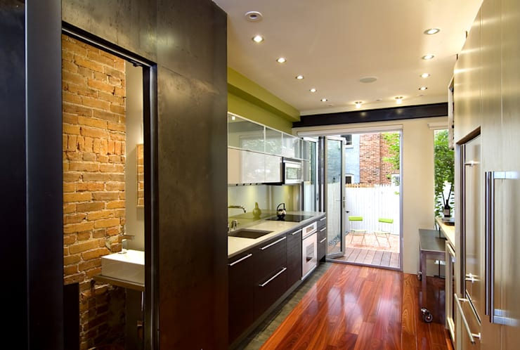 Foggy Bottom House:  Bathroom by KUBE Architecture
