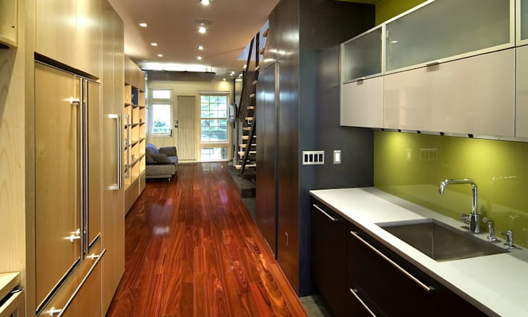 Foggy Bottom House: modern Kitchen by KUBE Architecture