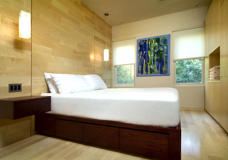 Foggy Bottom House:  Bedroom by KUBE Architecture