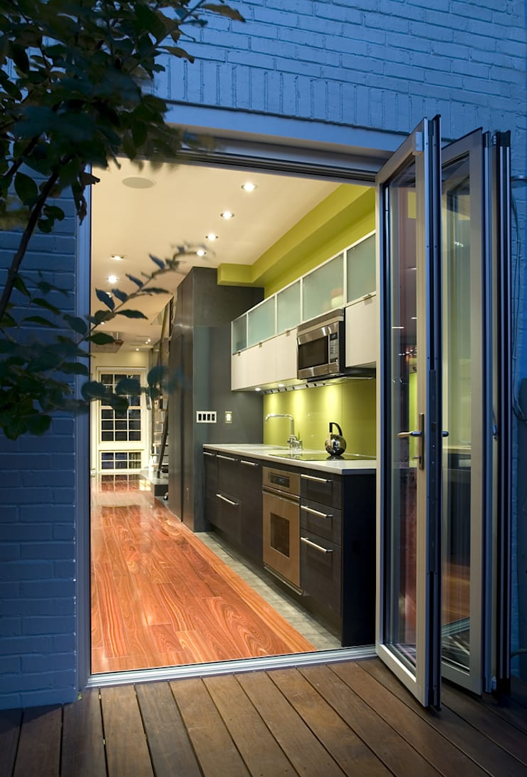 Foggy Bottom House:  Kitchen by KUBE Architecture