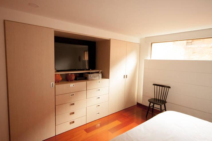 Apartamento Cadavid Restrepo: Habitaciones de estilo  por AMR estudio