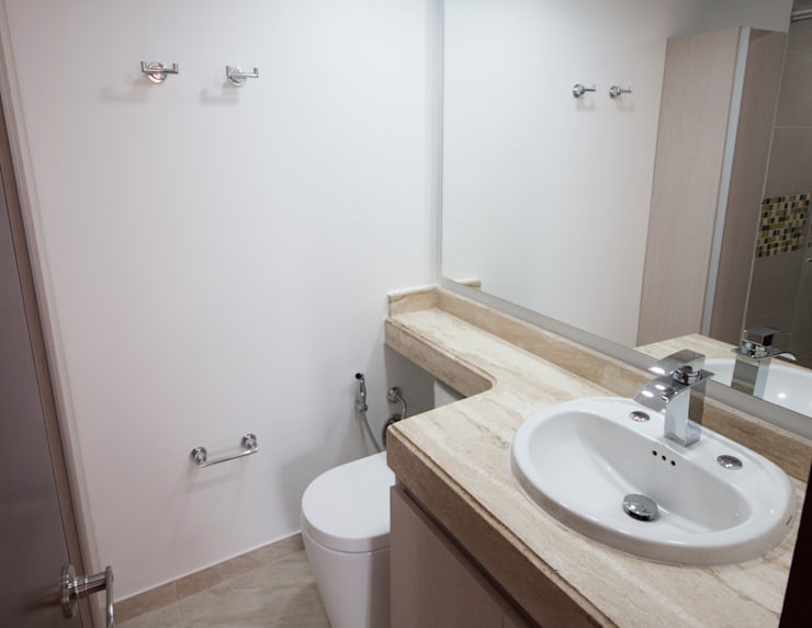 Apartamento Dimaté Gómez: Baños de estilo  por AMR estudio