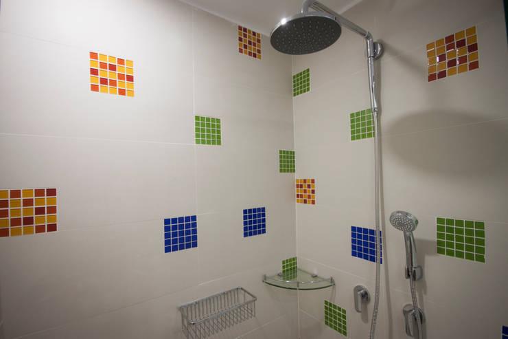 Baños de estilo  por AMR estudio, Moderno