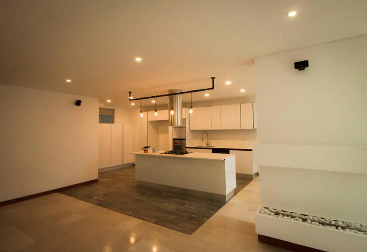 Apartamento Torres Díaz: Comedores de estilo moderno por AMR estudio