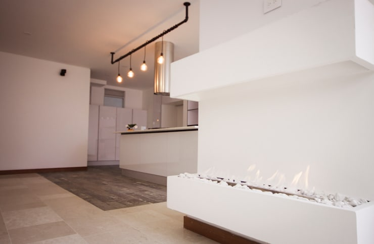 现代客厅設計點子、靈感 & 圖片 根據 AMR estudio 現代風