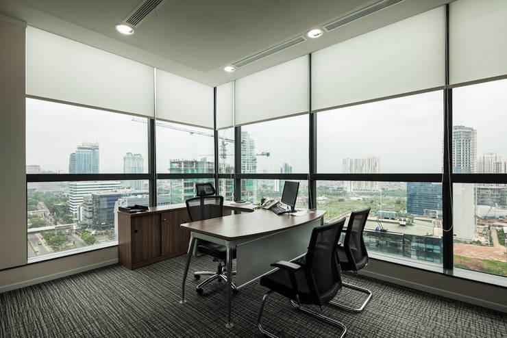Director Room:  Gedung perkantoran by Asa Adiguna, PT
