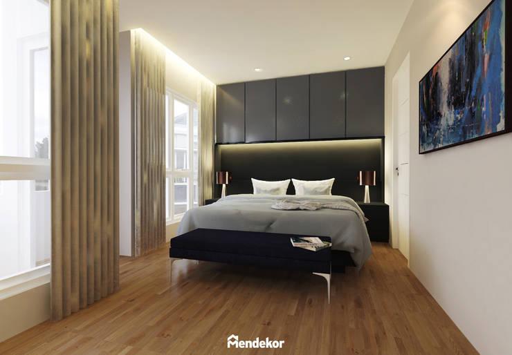 Master Bedroom:  Kamar Tidur by Mendekor
