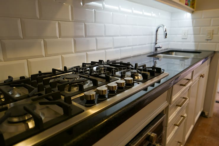 Absolute Black Granite Kitchen Countertop in Buenaventura Condominium, Cebu City:  Kitchen units by Stone Depot