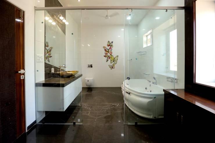 Bathroom:  Bathroom by ZEAL Arch Designs