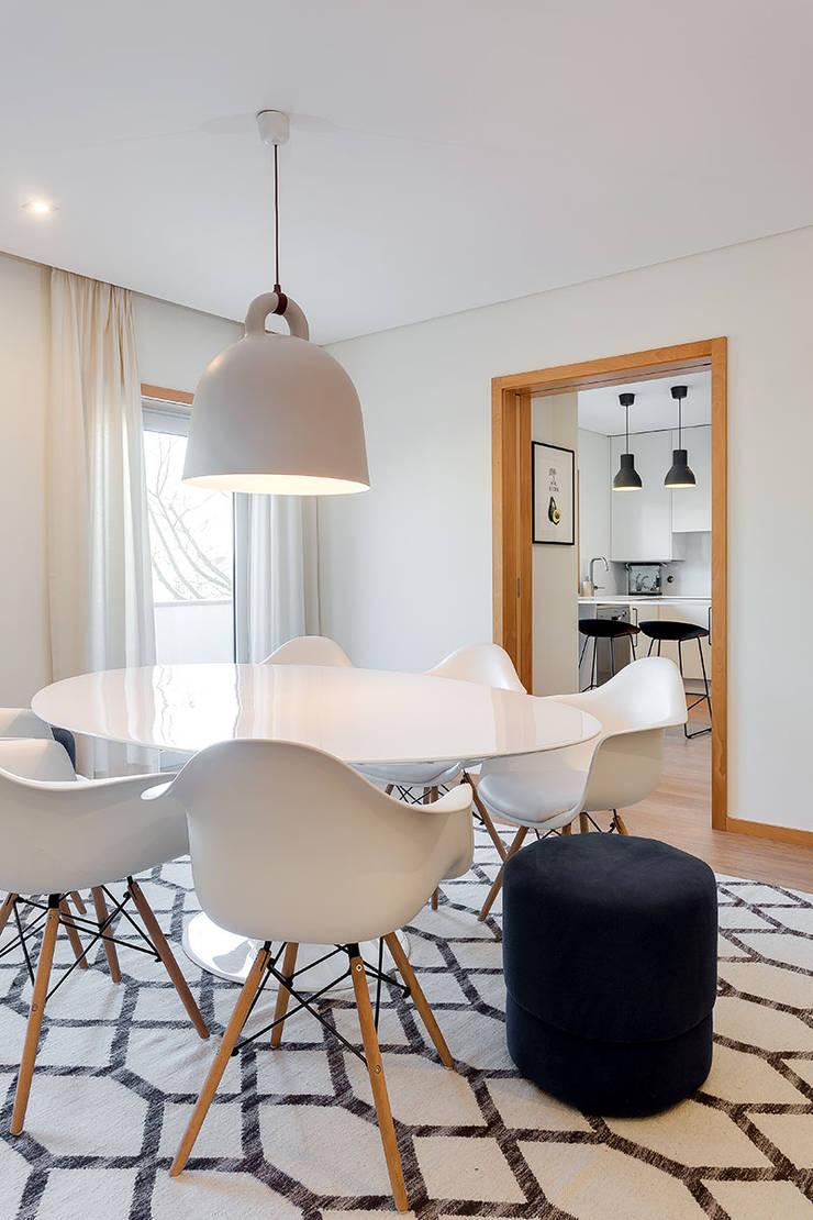 Sala de Jantar e Cozinha Tangerinas & Pêssegos: Cozinhas  por Tangerinas e Pêssegos - Design de Interiores & Decoração no Porto