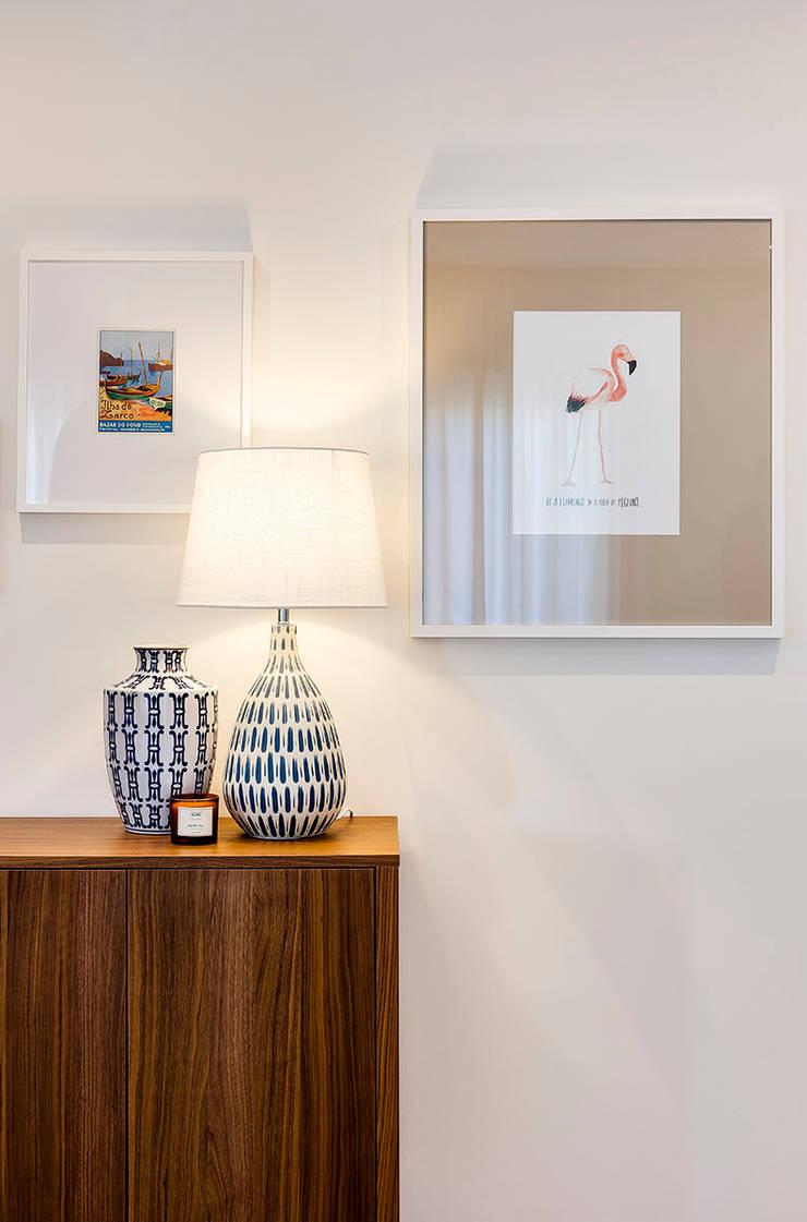 Pormenor decorativo Tangerinas & Pêssegos: Salas de estar  por Tangerinas e Pêssegos - Design de Interiores & Decoração no Porto