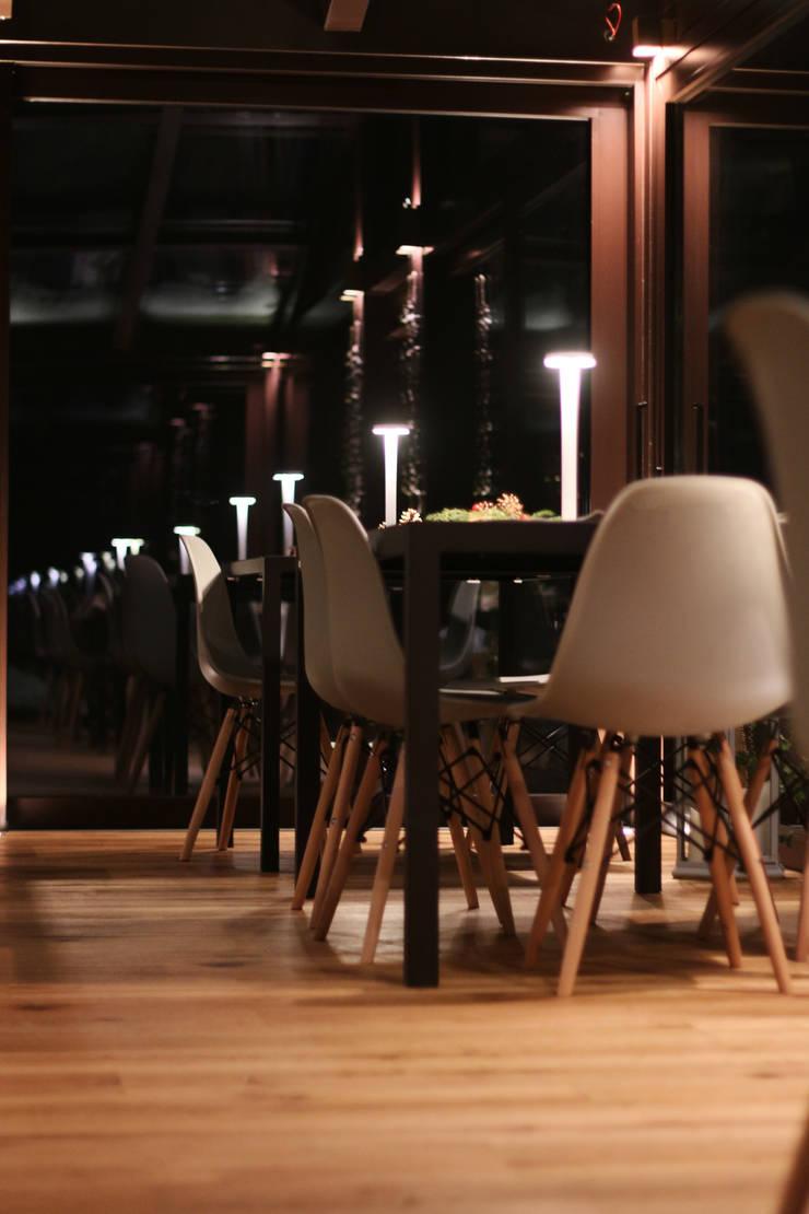 Hoteles de estilo minimalista de archstudiodesign Minimalista Vidrio