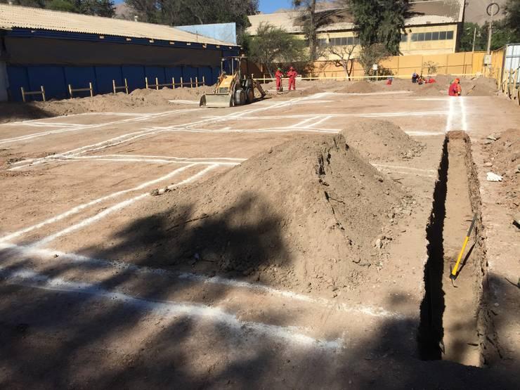Edificio Geología Universidad de Atacama: Pisos de estilo  por SINTESIS arquitecto & asociados