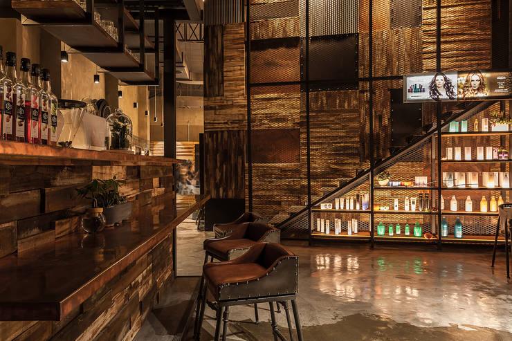 等待也可以是種享受:  商業空間 by 漢玥室內設計