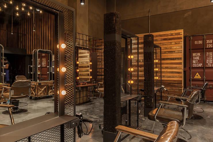 符合人體工學與空間利用的鏡台設計:  商業空間 by 漢玥室內設計