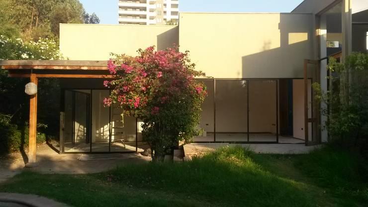 Remodelacion Los Almendros de Huechuraba: Terrazas  de estilo  por ARCODI