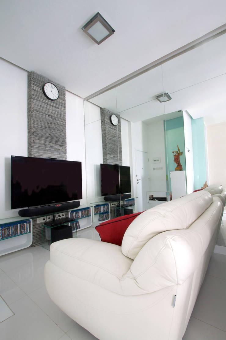 Salas de estilo moderno de PT. Dekorasi Hunian Indonesia (DHI) Moderno