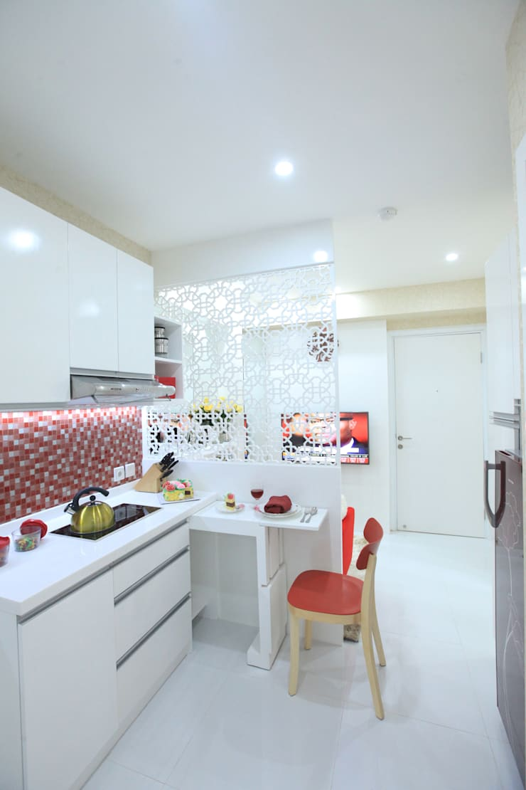 COZY PLACE FOR WEEKEND GETAWAY @ GREEN PRAMUKA APARTMENT, EAST JAKARTA:  Dapur by PT. Dekorasi Hunian Indonesia (DHI)