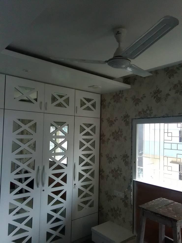 Wallpaper & Headboard in Mystique Moods, Viman Nagar: scandinavian Bedroom by Umbrella Tree Designs