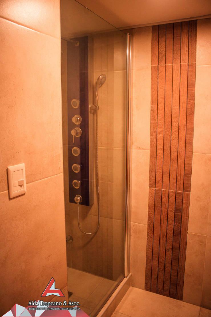 Baño:  de estilo  por Aida Tropeano & Asoc.,