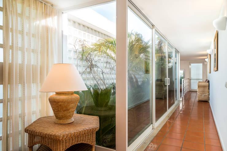 Couloir et hall d'entrée de style  par Zenaida Lima Fotografia ,