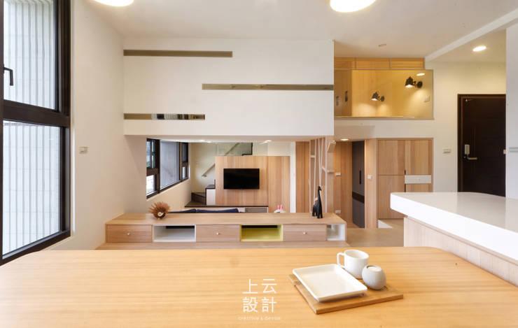 14坪錯層-清爽活潑親子宅:  餐廳 by 上云空間設計