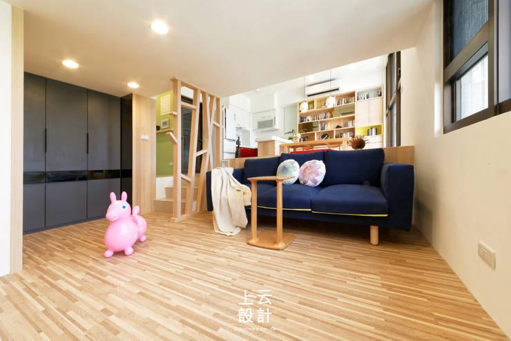 14坪錯層-清爽活潑親子宅:  客廳 by 上云空間設計
