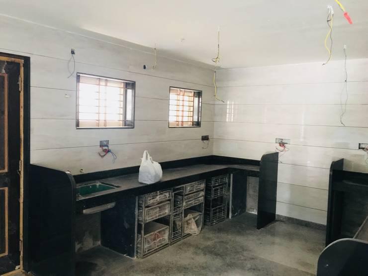 Kanhaiya Residence, Vijayapura (Somchand Gupta):  Kitchen units by Cfolios Design And Construction Solutions Pvt Ltd,Modern