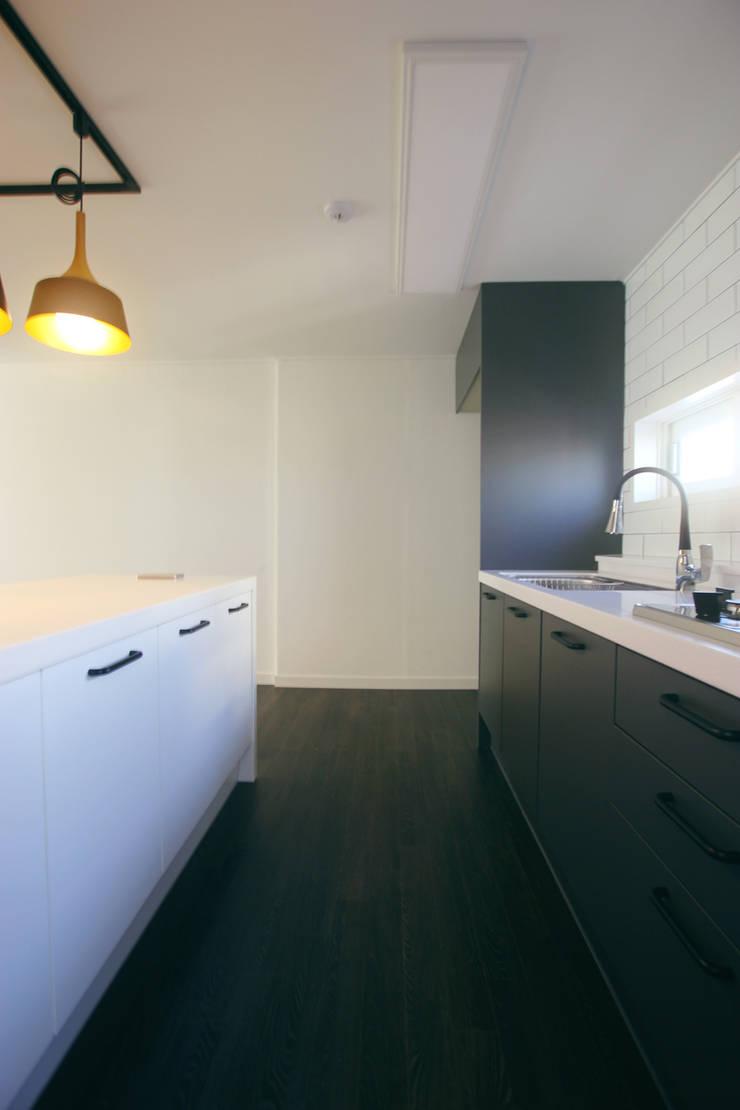 대전 복수동 목화아파트 39평형: 더홈인테리어의  주방