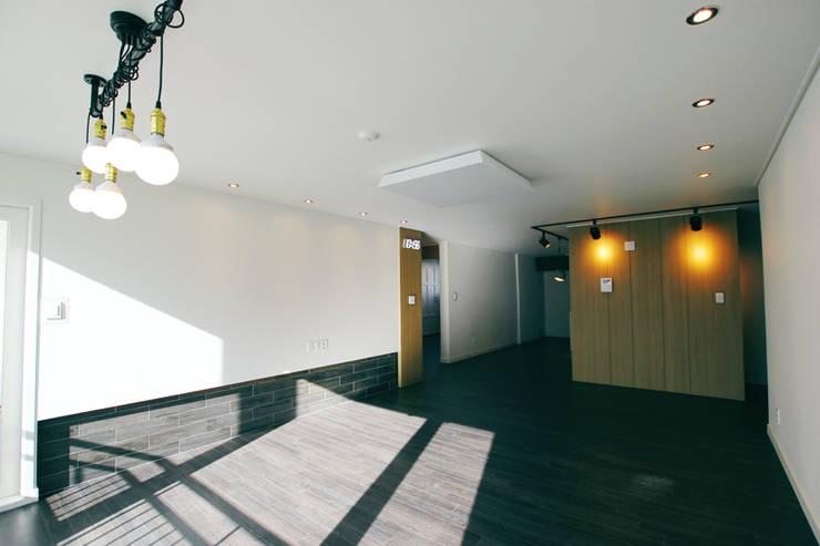 대전 복수동 목화아파트 39평형: 더홈인테리어의  거실