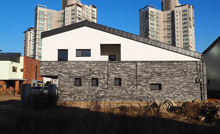 상상재 _ 청라 단독주택: 디자인랩 소소 건축사사무소의  단층집