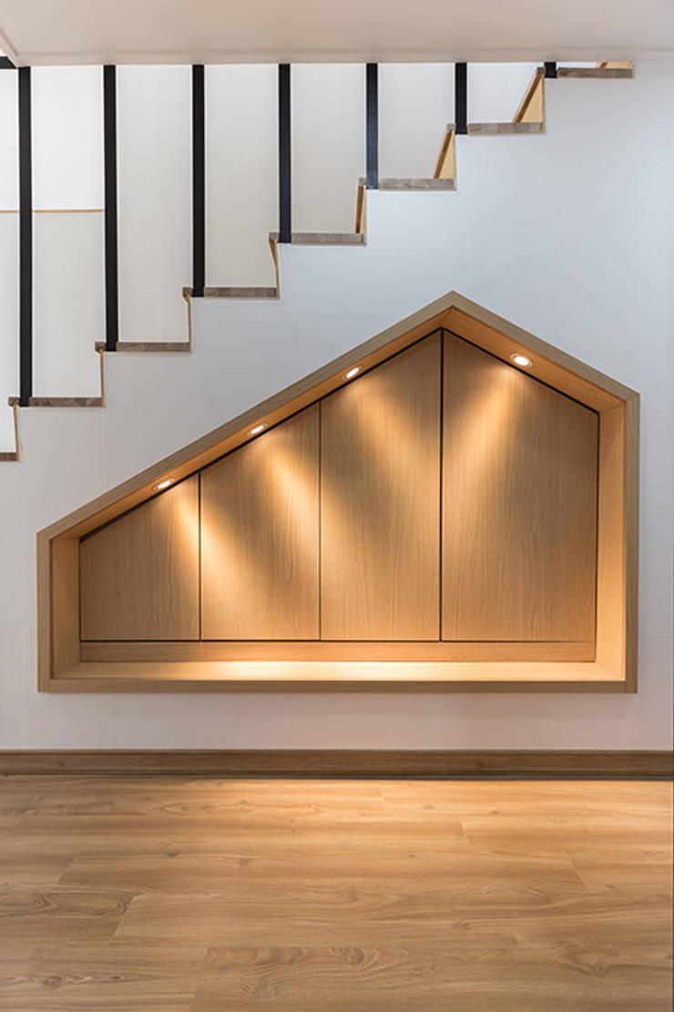 상상재 _ 청라 단독주택: 디자인랩 소소 건축사사무소의  계단