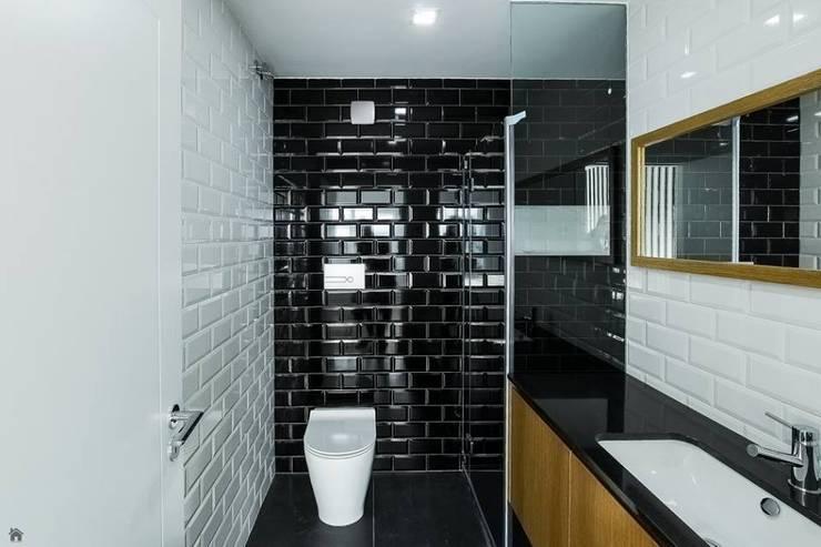 Depois - WC Suite: Casas de banho  por Sérgio Coimbra Martins, Unipessoal, Lda