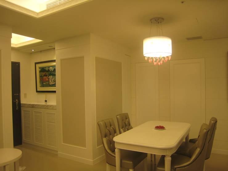 汐止:  客廳 by Joy Full Interior Designer 佐輔室內裝修