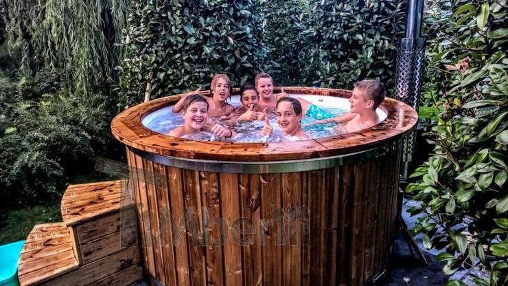 Hottub Glasvezel met elektrische kachel:   door TimberIN hot tubs en sauna's , Scandinavisch